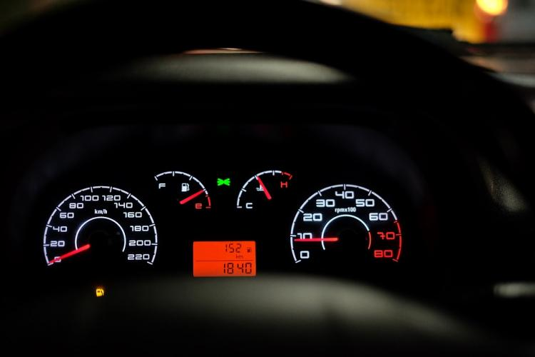 car-dashboard-2667434_960_720.jpg