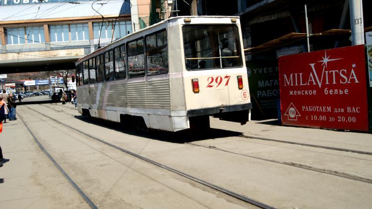 Под трамвай попал пенсионер