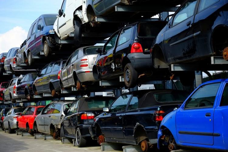 Приморский парламент попросил отложить повышение утильсбора наавтомобили