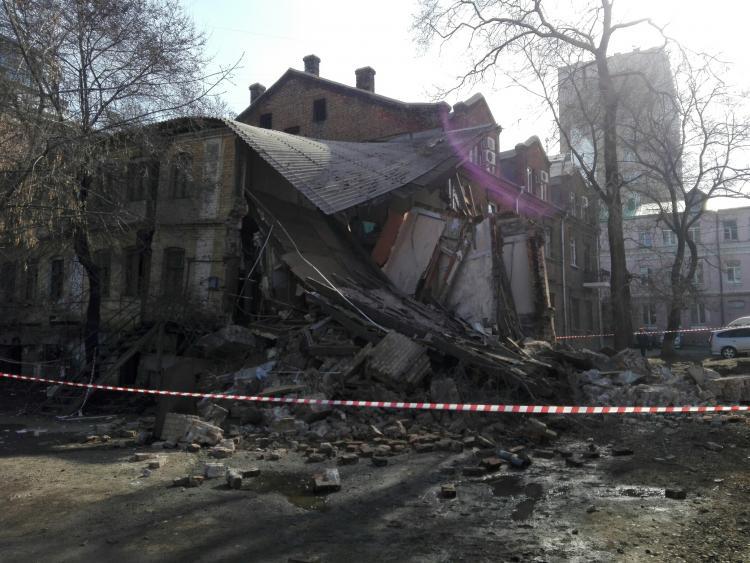 Рухнувший воВладивостоке дом больше 2-х лет назад получил признание аварийным