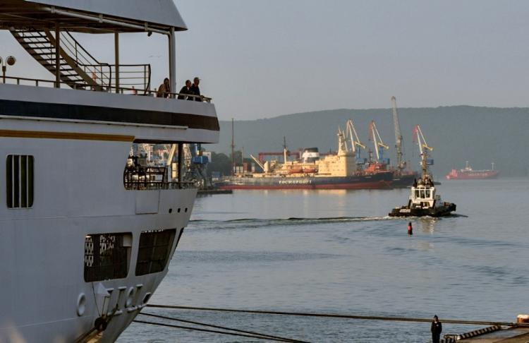 Застрявшие вОАЭ приморские моряки подали знак SOS