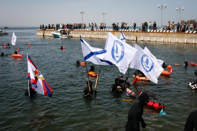 Заплыв вчесть Дня Победы привлек вПриморье «моржей» из Китайская республика