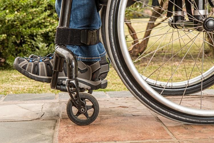 ВКургане подростка-инвалида непустили всамолет из-за гипса наногах