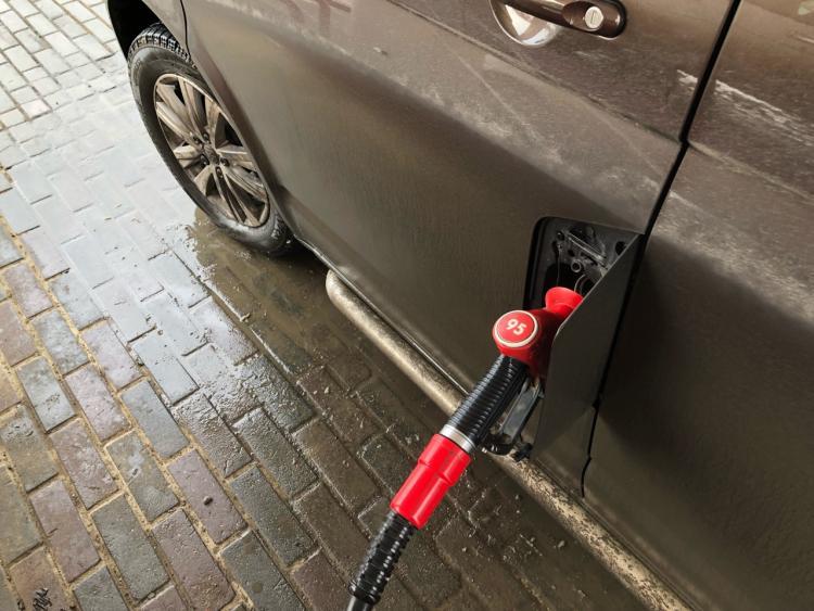 Почти половина россиян винит в росте цен на бензин топливные компании