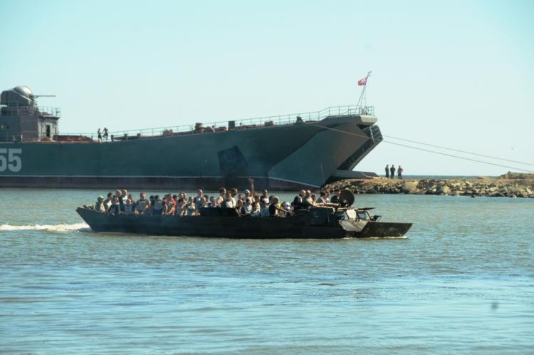 Большой десантный корабль «Ослябя» сел намель вбухте Кетовая около Владивостока