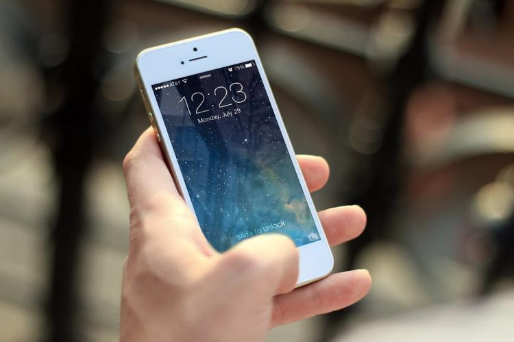 Граждане Самары пробуют выменять айфоны наобувь
