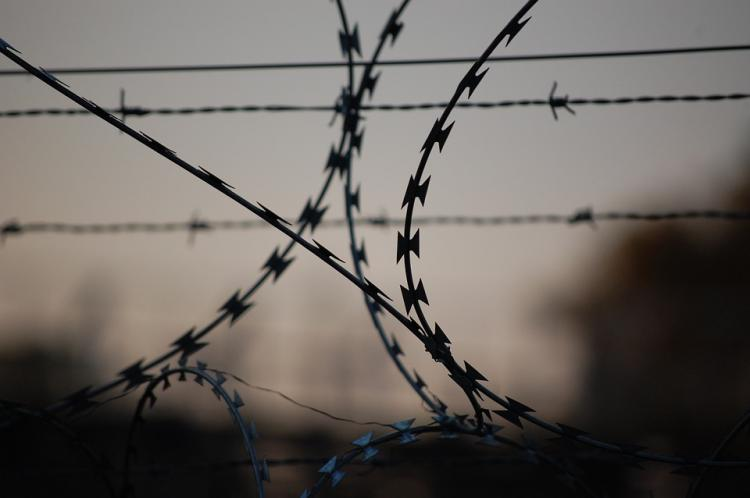 barbed-wire-765484_960_720.jpg