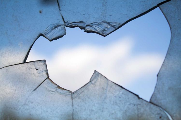 broken-window-960188_960_720.jpg