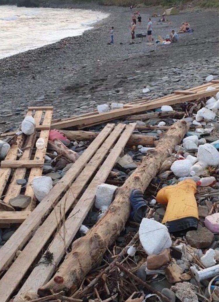 Видео пляж по русски, одна шлюха на толпу