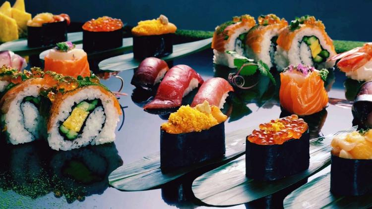 sushi-roll-images-4395598_1280.jpg