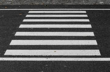 crosswalk-3712127_1920.jpg