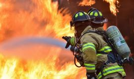 firefighters-1717916_1920.jpg