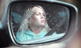 blonde-girl-in-car-4745921_960_720.jpg