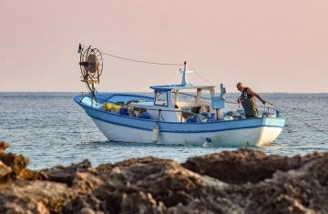 fishing-boat-5736839_960_720.jpg